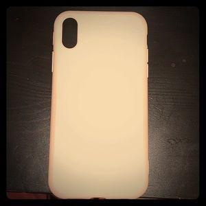 A White IPhone XR case.